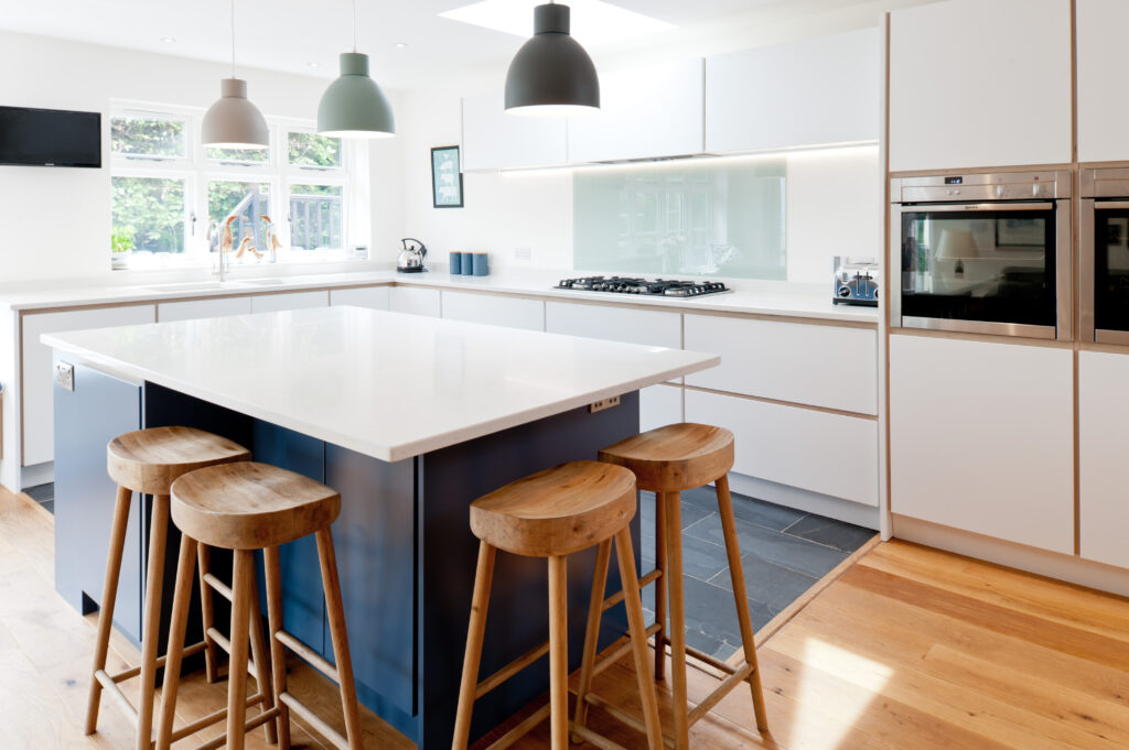 Birch plywood kitchen with breakfast bar for four