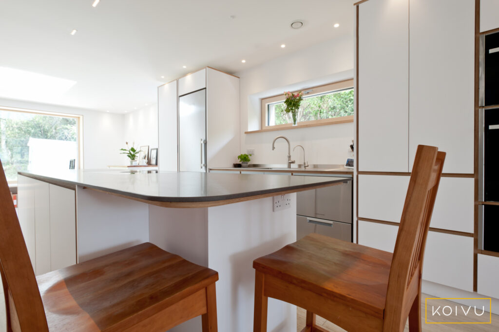 Breakfast bar and stools with white units